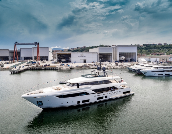 Launch of the fifth Custom Line Navetta 37, destination Brazil